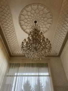 Исламский декор в гостиной загородного дома.