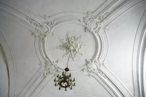 Реставрация лепнины в Троицкой церкви в Красном Селе